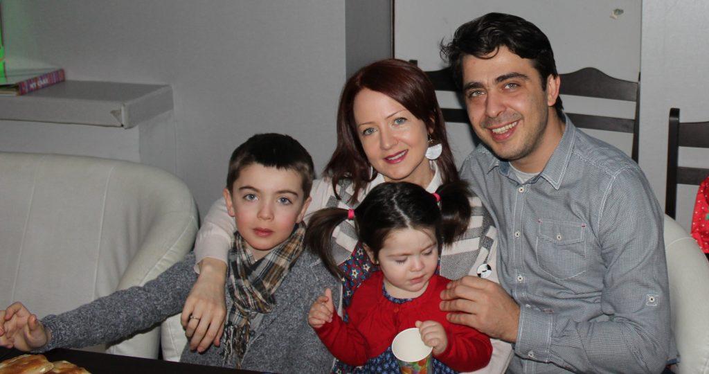 Стефан и неговото семейство.